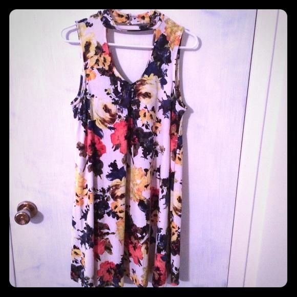 mittoshop Dresses & Skirts - Adorable Large Boutique Choker Swing Dress